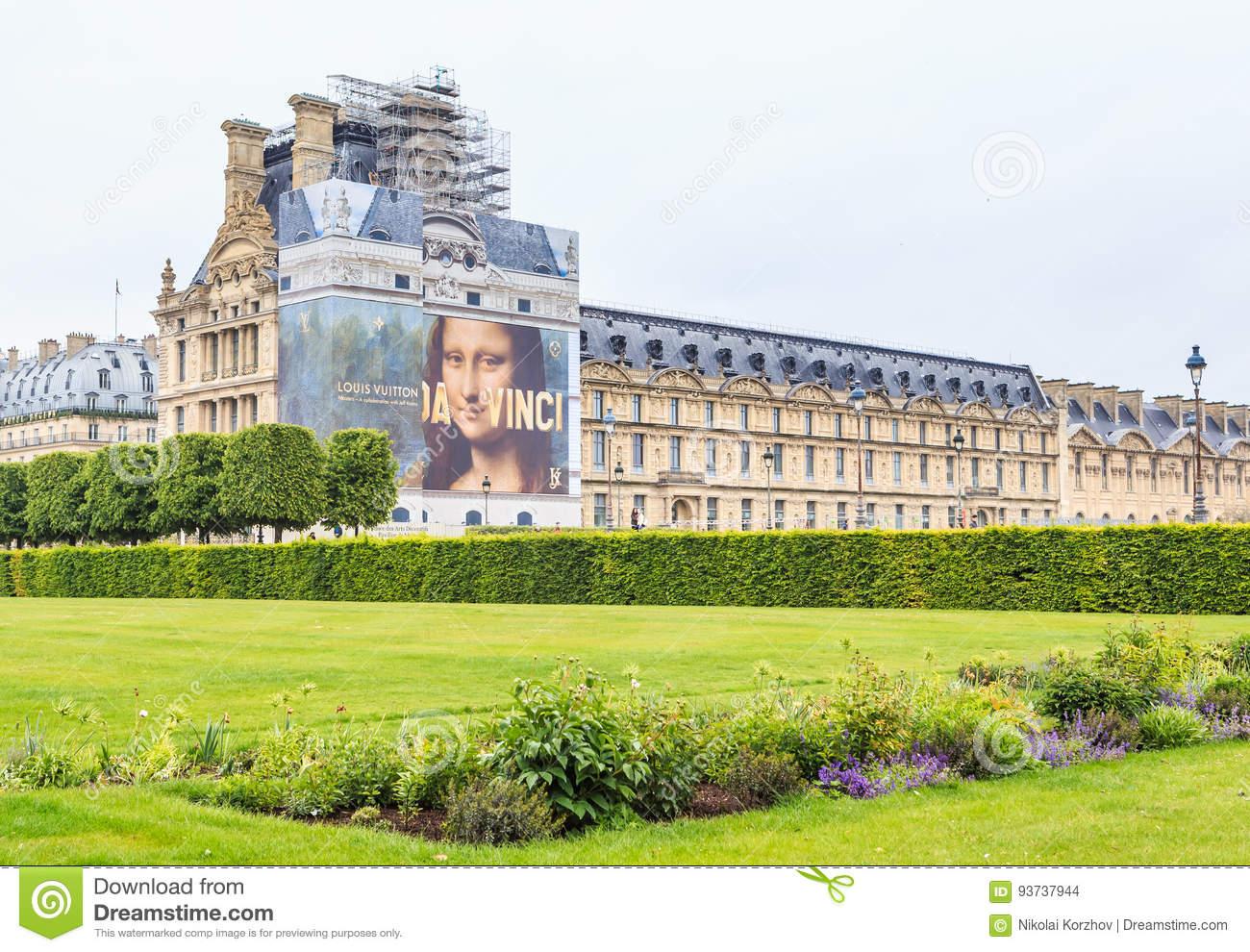 Springtime In Jardin Des Tuileries With Musee Du Louvre pour Jardin Du Louvre