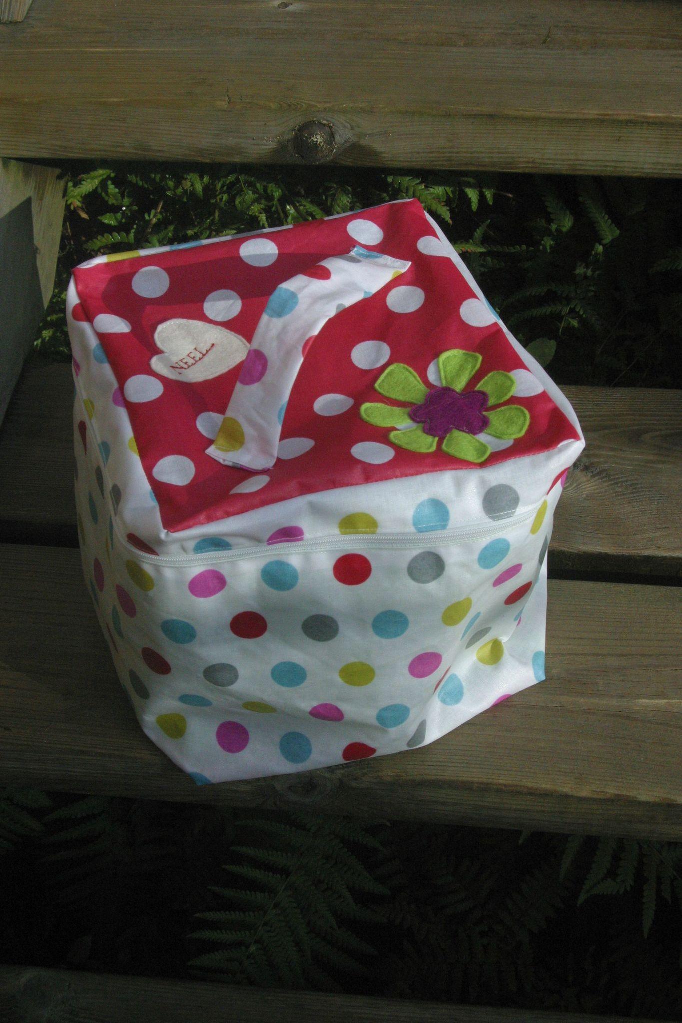 2 Cadeaux D'Anniversaire - Dans La Mare Aux Tritons avec Trousse De Toilette Petite Fille