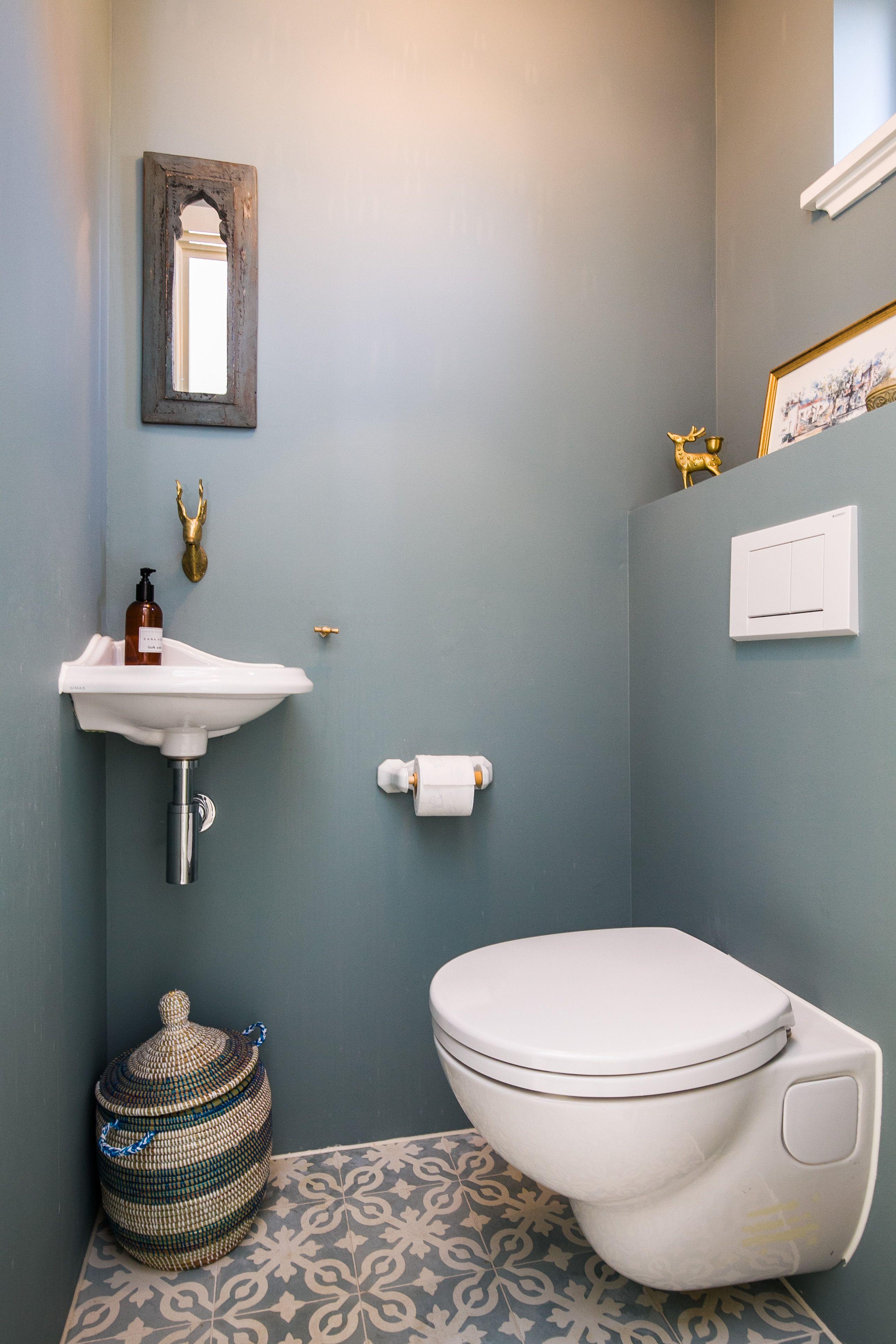 Beach House - Tiny Toilet   Idée Toilettes, Idée Déco concernant Toilette Sous Escalier