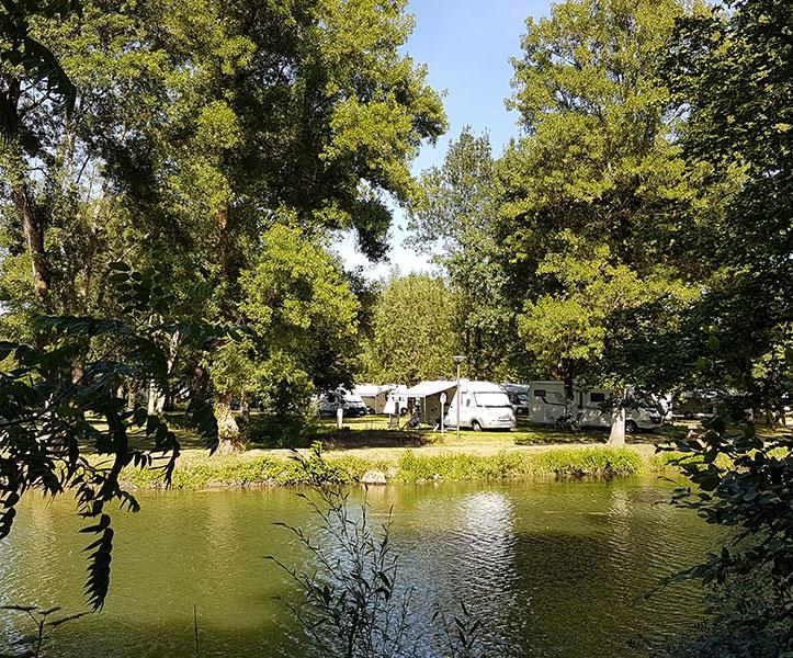 Camping-Car Park Area Of Azay-Le-Rideau - Camping Car Park encequiconcerne Rideau Isolant Thermique Camping Car