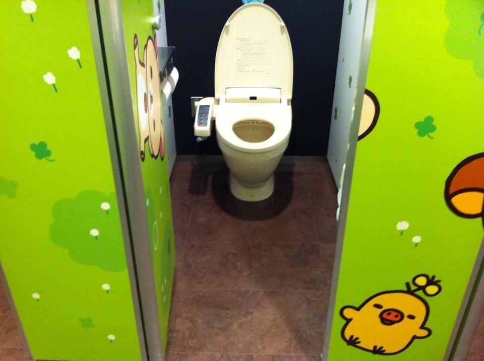 De L'art De Faire En Toute Discretion Dans Les Toilettes destiné Toilettes Japonaise