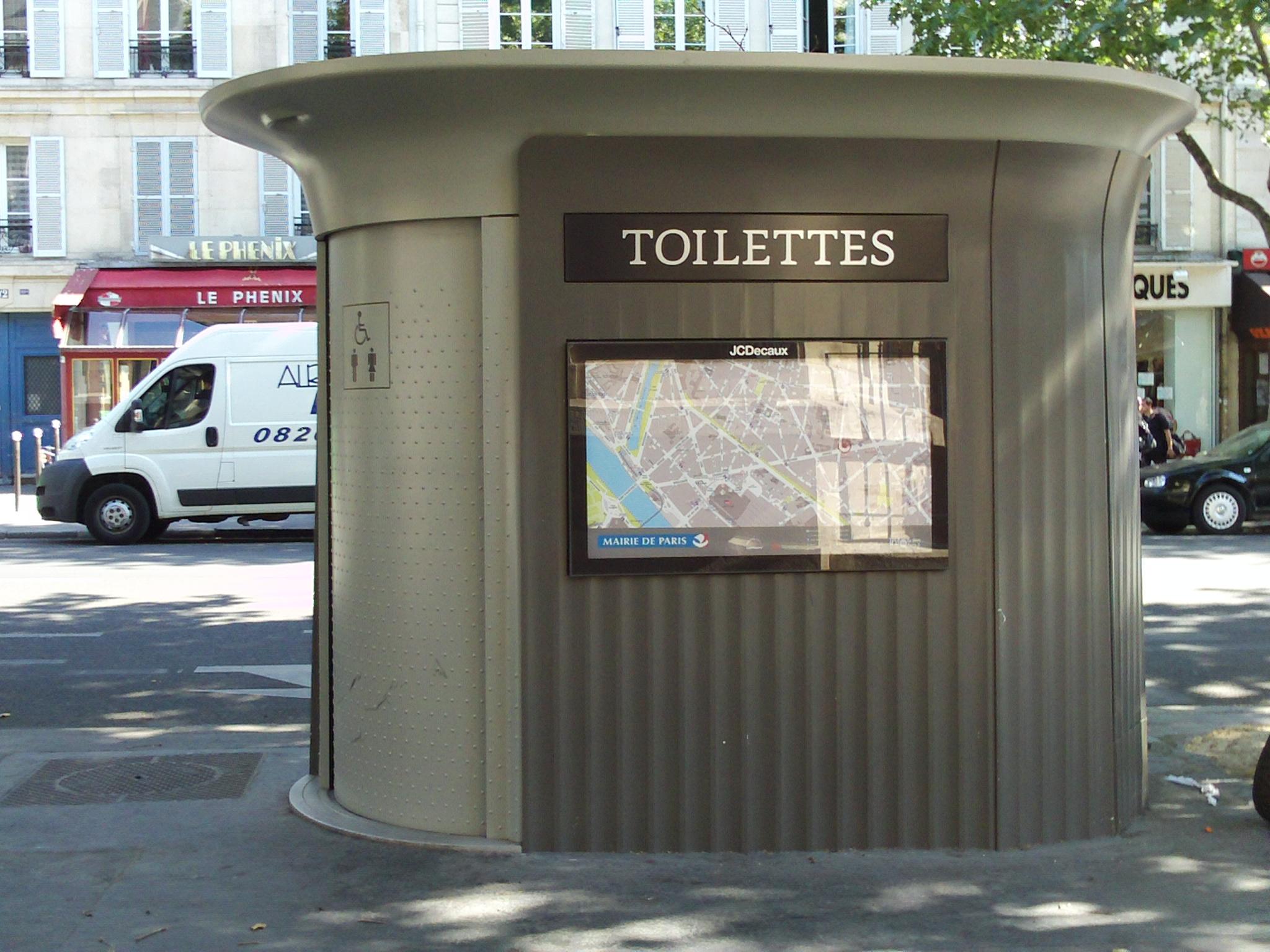 Detectives | Postcards From Everywhere avec Toilettes Publics