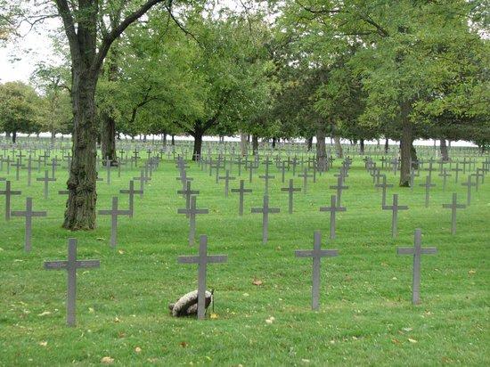 Deutscher Soldatenfriedhof Maison Blanche (Neuville-Saint destiné 1 Chemin Des Carrières 94310 Orly