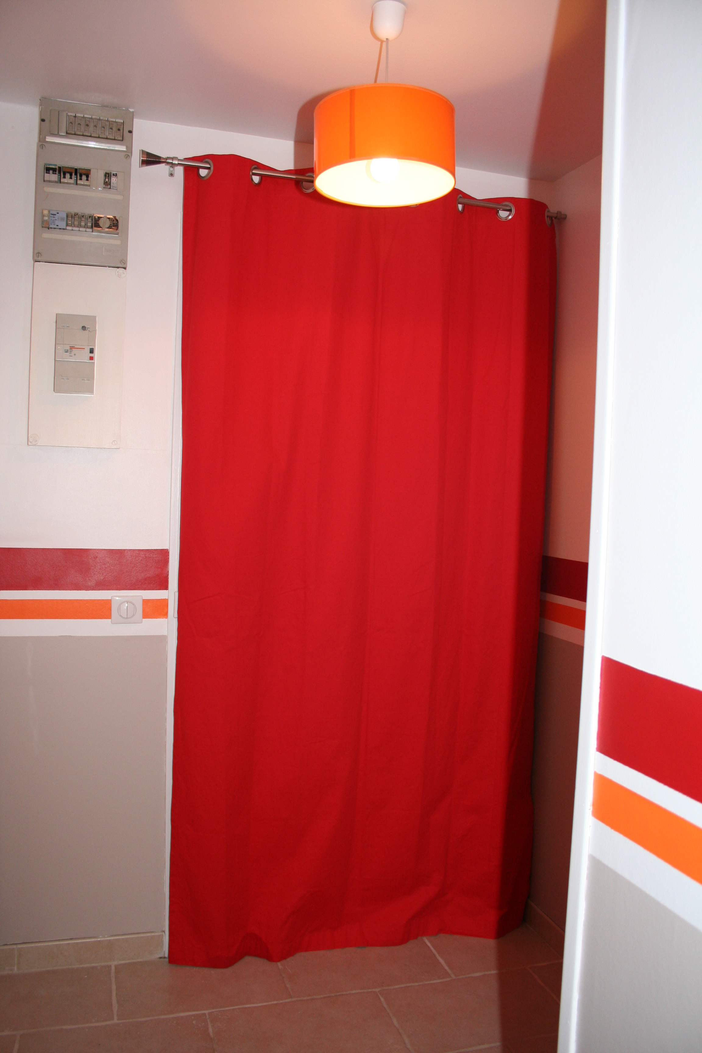 Entrée Et Couloir (Photo 2/4) - Un Rideau Rouge Pour tout Rideau De Porte D Entrée Exterieure