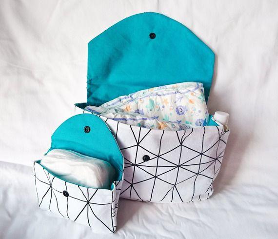 Épinglé Par Babydoly Sur Naissance Fille En Bleu Et Blanc serapportantà Trousse De Toilette Bebe Fille