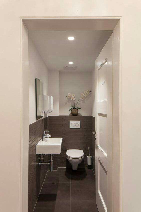 Épinglé Par Lekha Mathias Sur Ideas For The Bathroom intérieur Toilette Sous Escalier