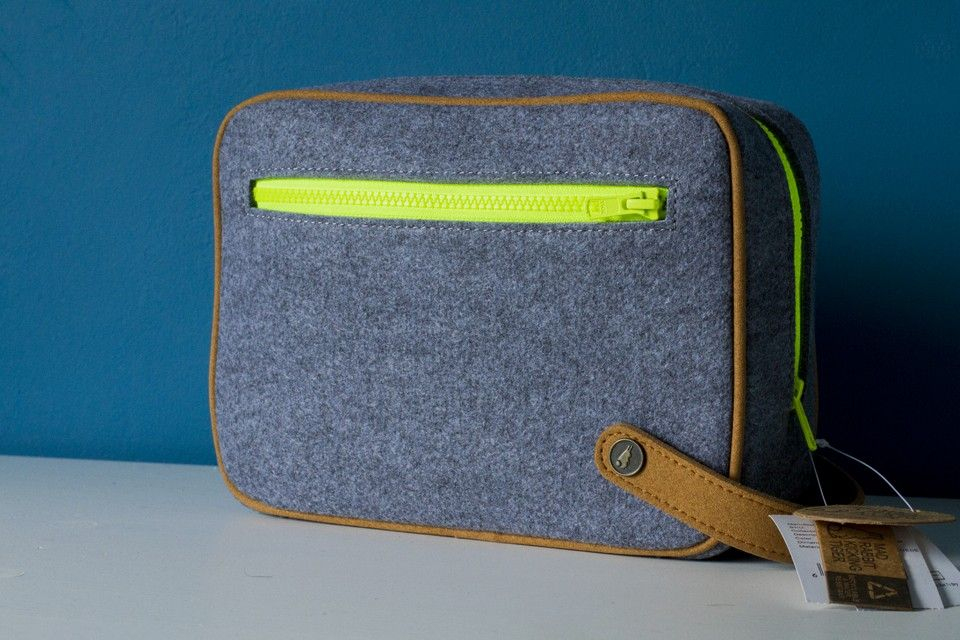 Épinglé Sur Leather / Denim / Canvas - Cases/Pouches concernant Trousse De Toilette Homme Le Tanneur