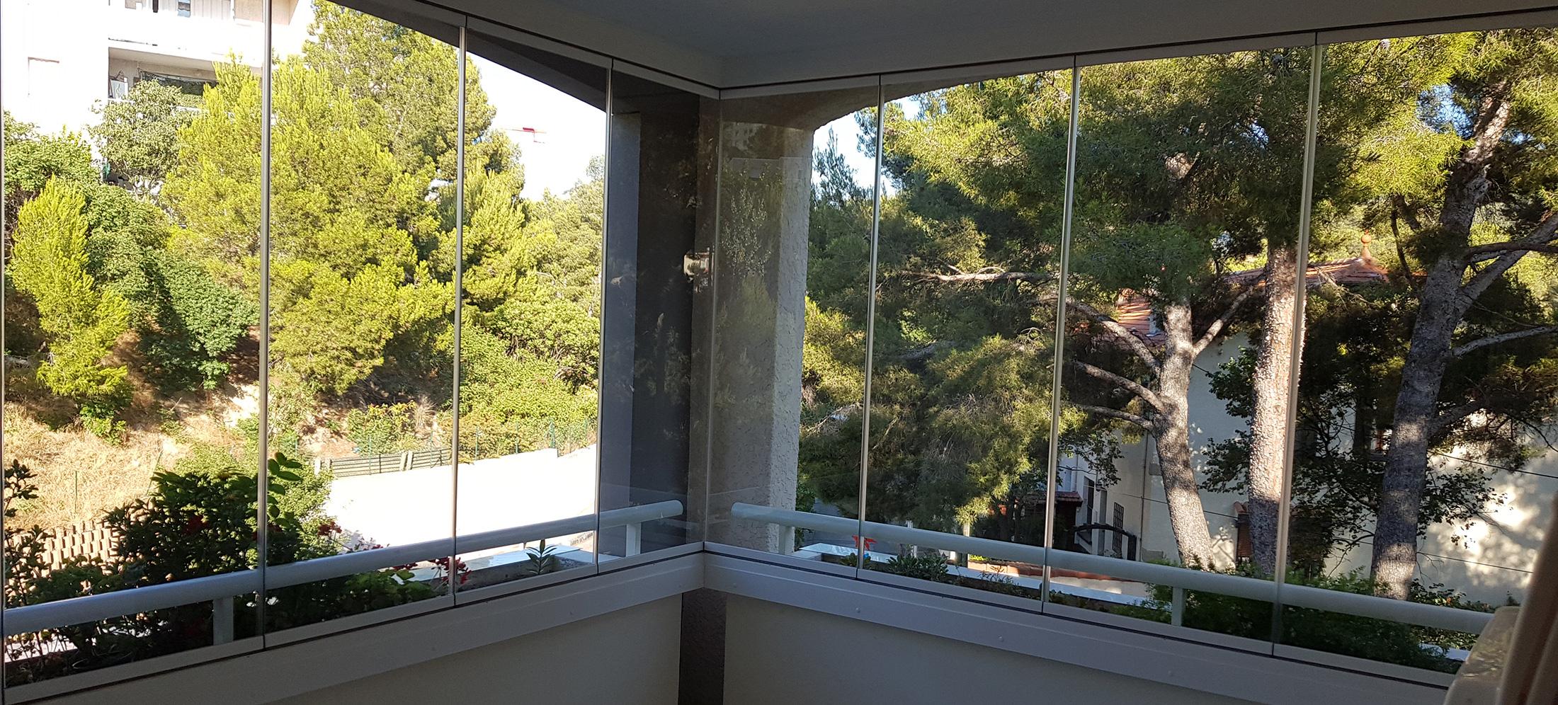 Fermeture De Balcon En Angle Par Un Rideau De Verre À pour Rideau De Verre Pour Balcon