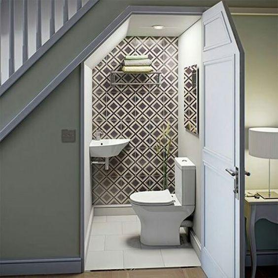 Installation De Toilette Visiteur Dans Une Petite Pièce serapportantà Toilette Sous Escalier