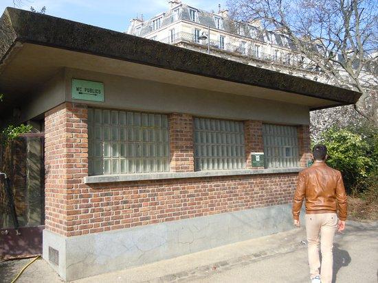 Les Toilettes Publiques - Photo De Parc Des Buttes pour Toilette Publique Paris