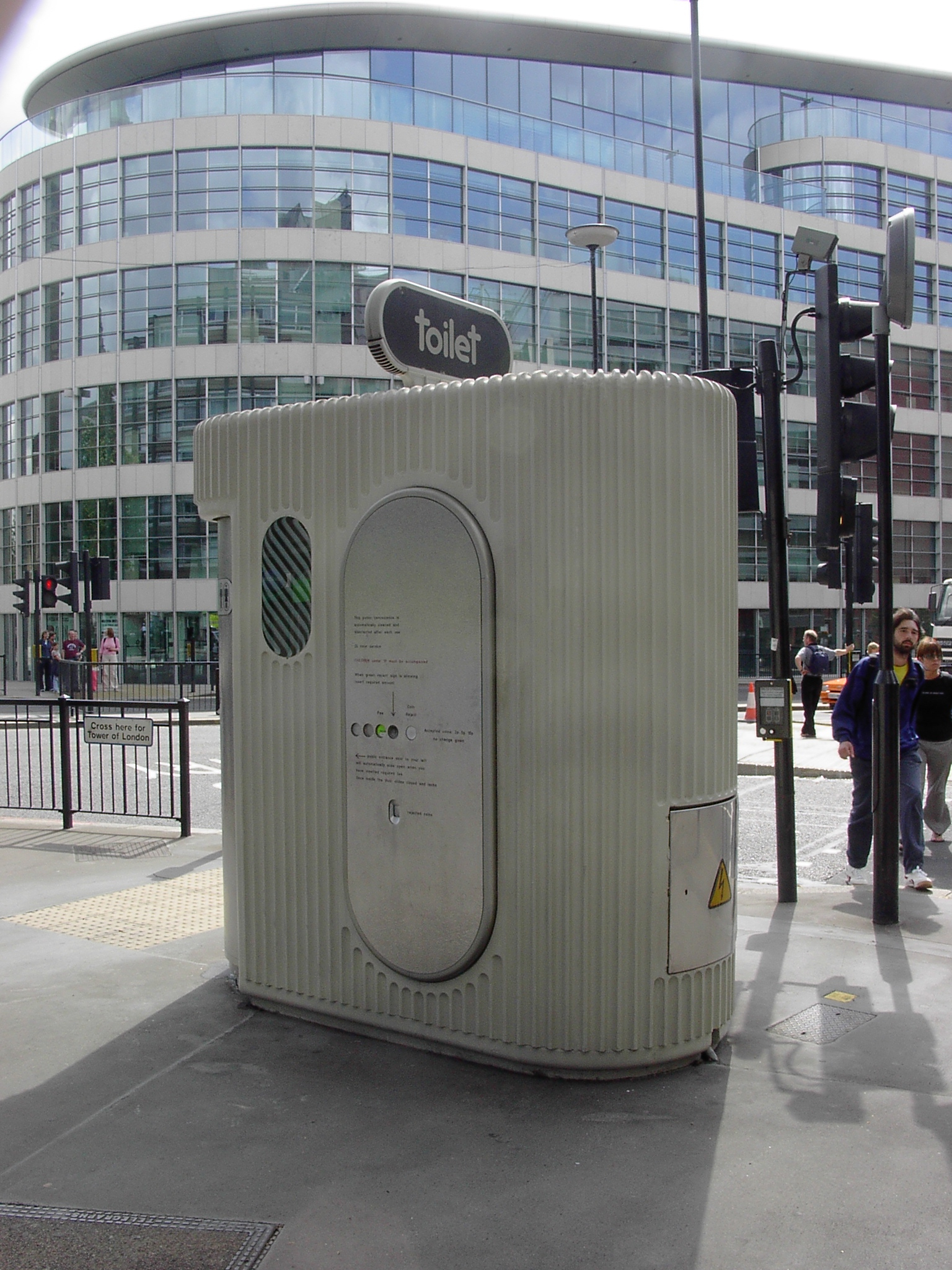 London – There And Back Again avec Toilettes Publics