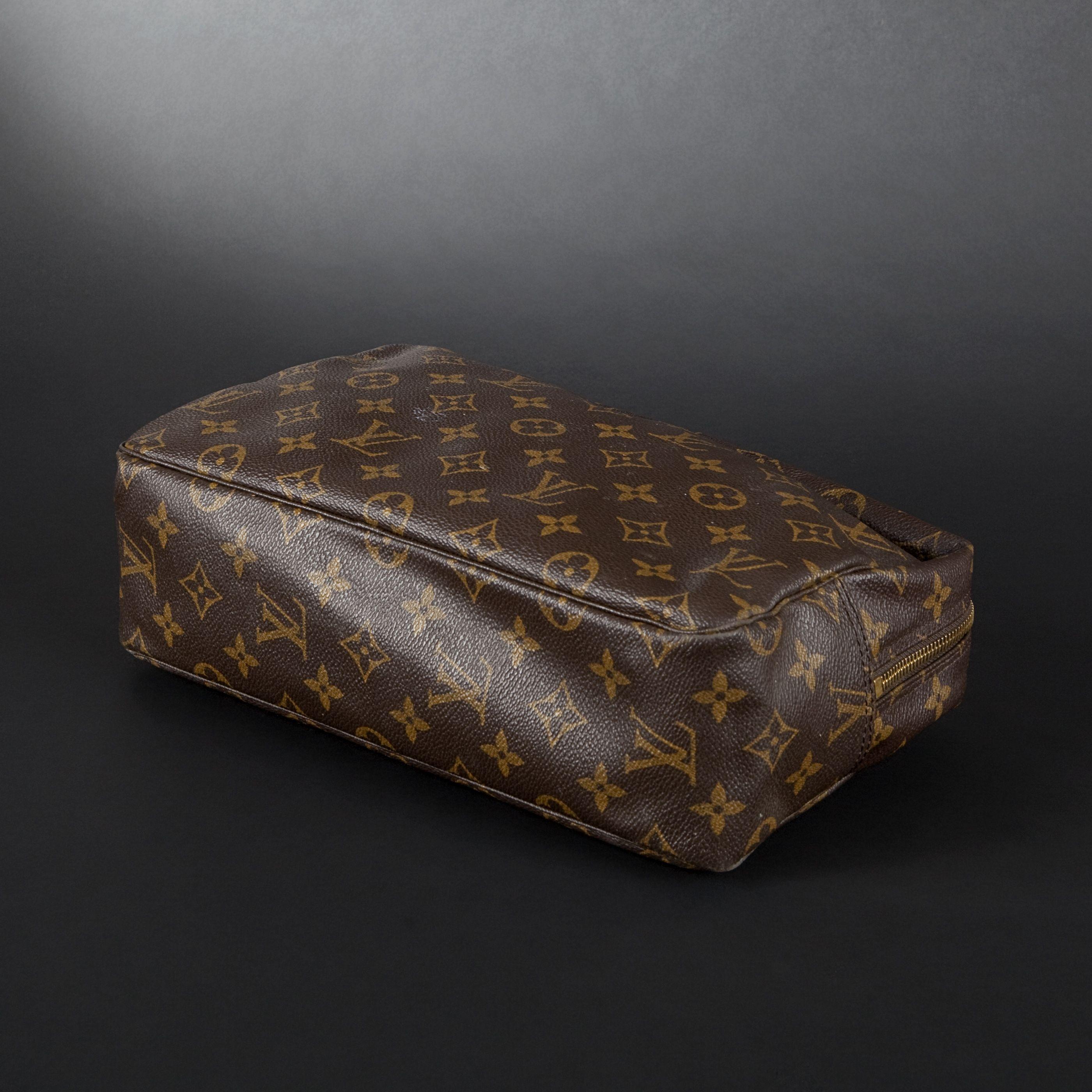Louis Vuitton. Trousse De Toilette En Cuir - 2013050024 concernant Trousse De Toilette Louis Vuitton