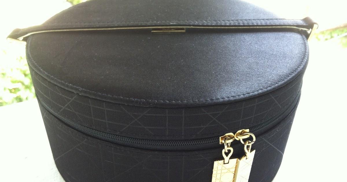 Luxe & Macarons: Dior: Trousse De Toilette 2012 pour Trousse De Toilette Dior