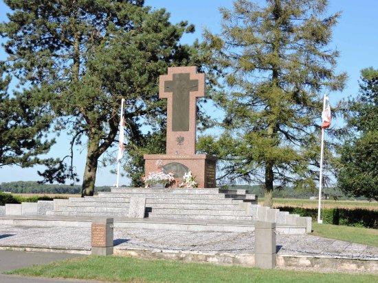 Mémorial Aux Volontaires Polonais (Neuville-Saint-Vaast dedans 1 Chemin Des Carrières 94310 Orly
