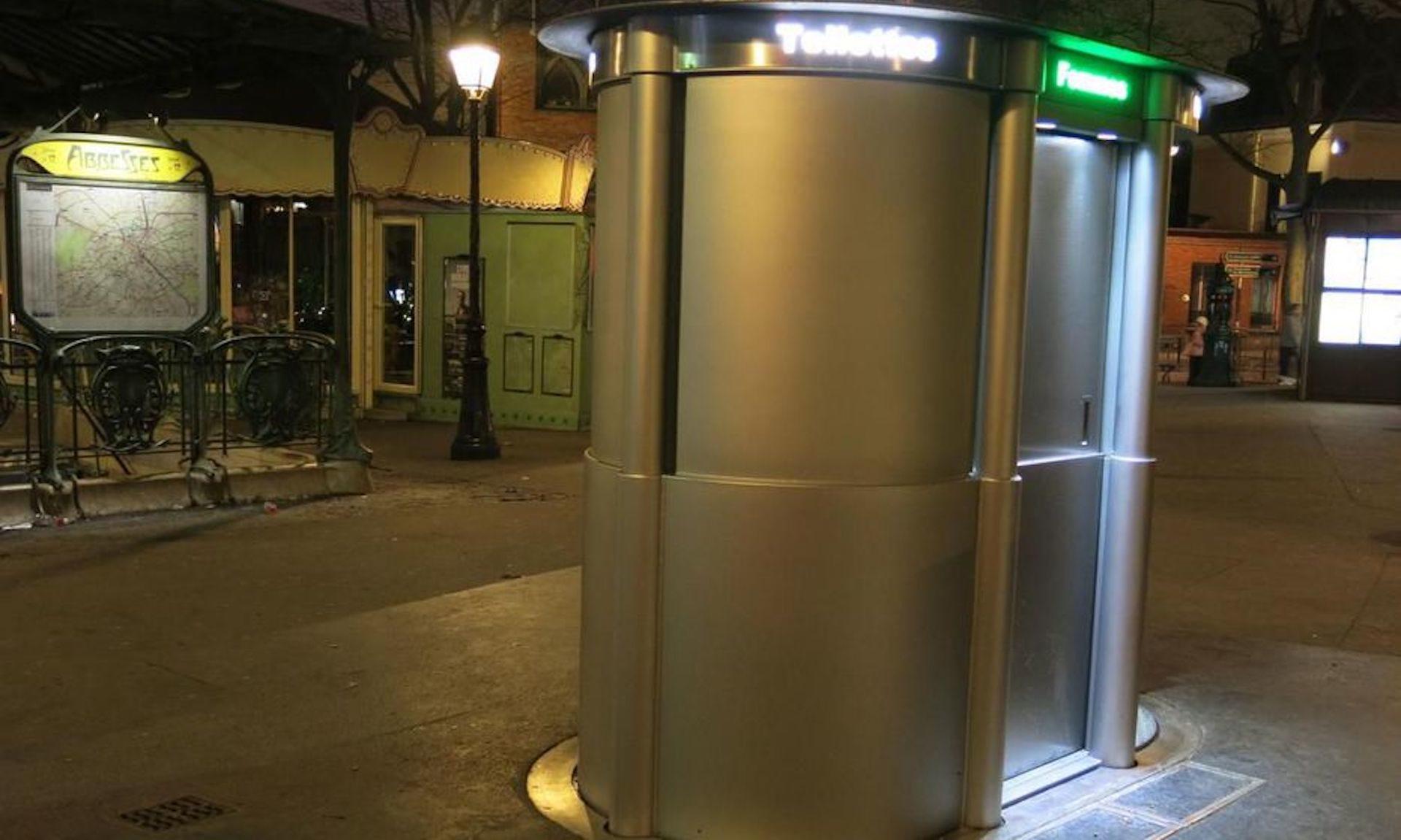 Paris : Des Toilettes Publiques Qui Ne Sortent Du Sol Que pour Toilette Publique Paris