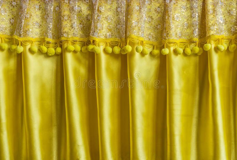 Rideau Jaune En Tissu Photo Stock. Image Du Lumineux destiné Rideau En Organza Lumineux