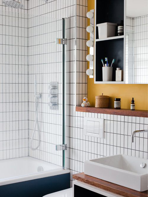 Salle De Bain Rétro Avec Un Plan De Toilette En Bois destiné Plan De Toilette Bois