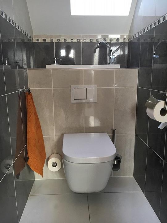 Sanibroyeur Avec Wc Lave-Mains : Est-Ce Possible ? - Blog encequiconcerne Toilette Suspendu Avec Lave Main