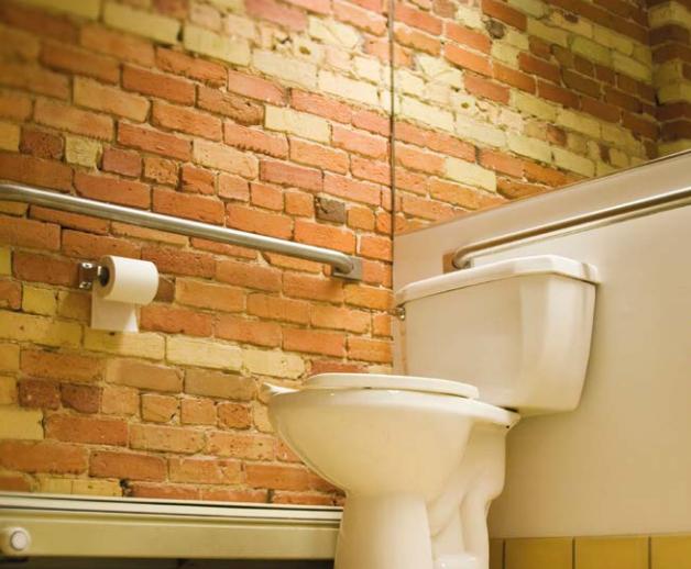 Sanitaires Accessibles : Bien Équiper Les Sanitaires De intérieur Toilette Pmr