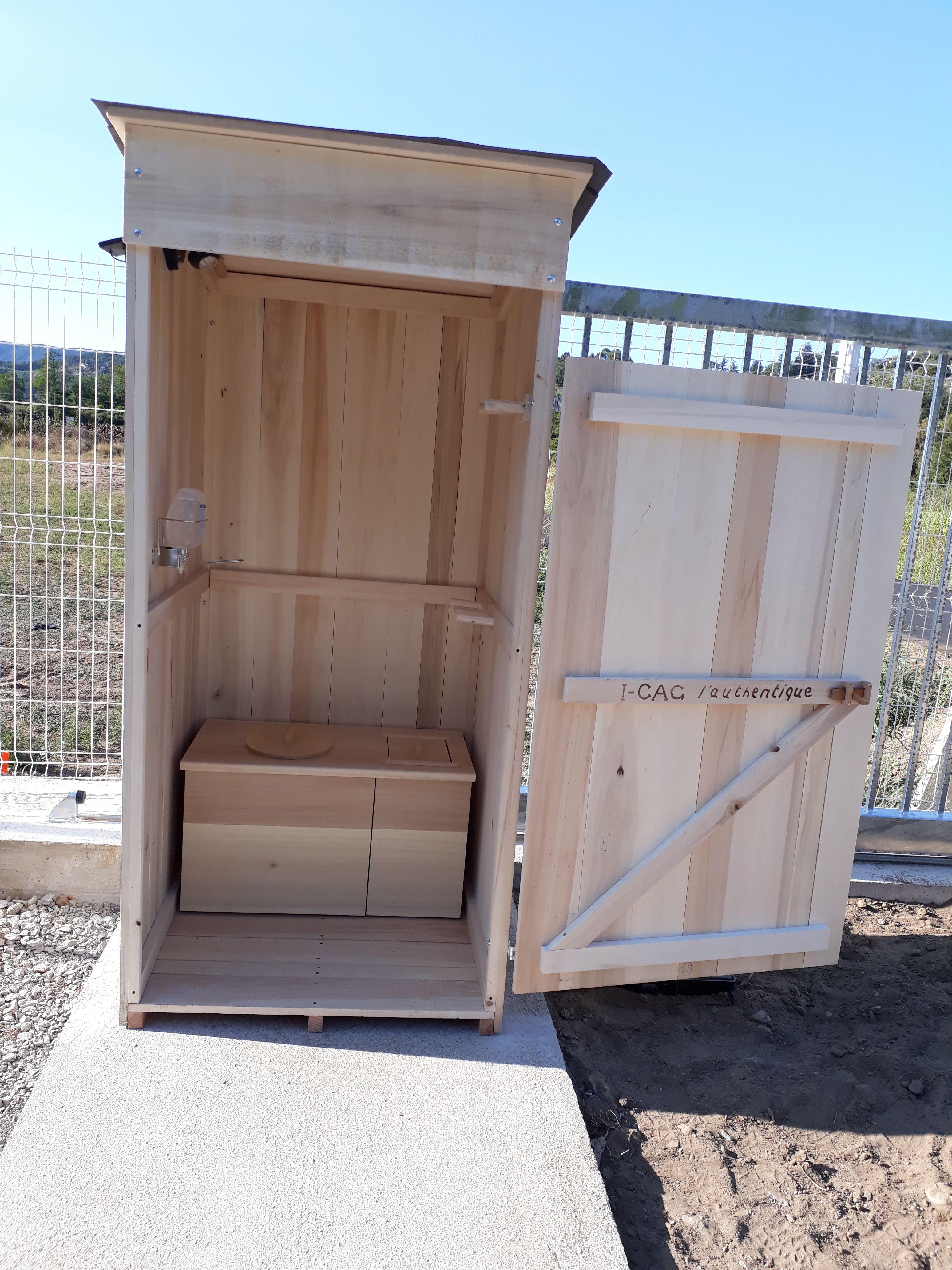 Toilette Sèche Exterieur Sur Chantier. En Bois, Sain à Toilette Seche Prix