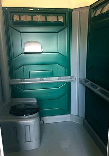 Toilettes Chimiques - Camionnage Alain Benoit avec Toilettes Chimiques