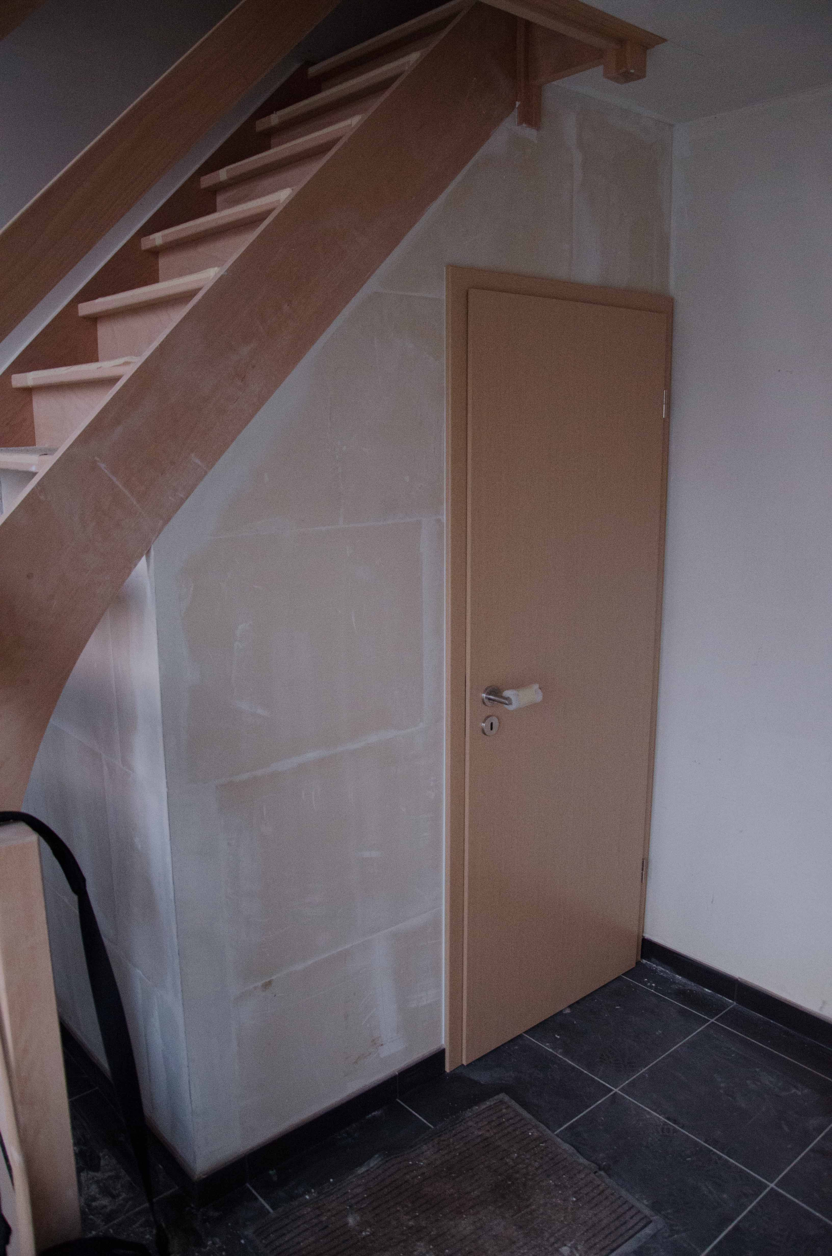 Toilettes Sous Escaliers - Recherche Google | Toilettes intérieur Placard De Toilette