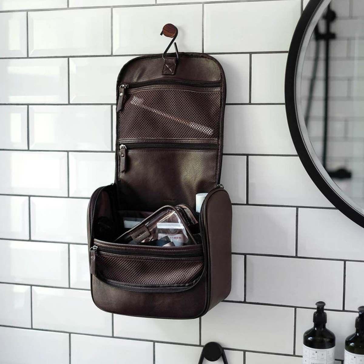 Trousse De Toilette À Suspendre En Simili Cuir Marron pour Trousse De Toilette Homme Le Tanneur