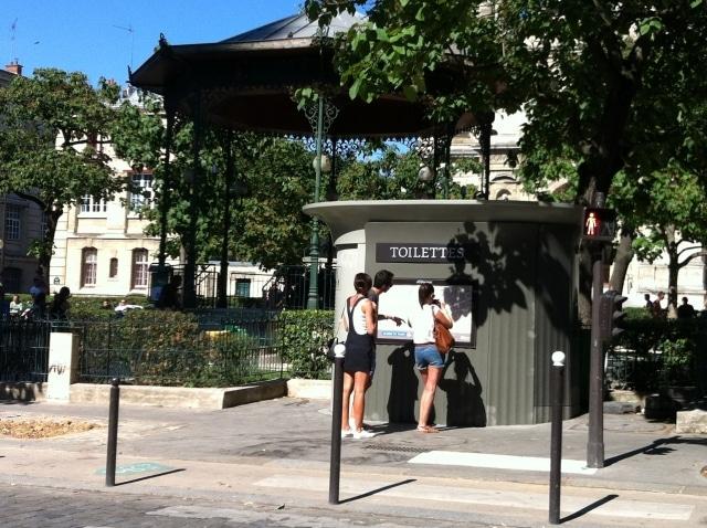 Un Objet À Paris : Les Toilettes Publiques - Citazine tout Toilette Publique Paris