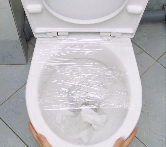 Une Astuce Insolite Pour Déboucher Les Toilettes   Divers encequiconcerne Toilettes Bouchées