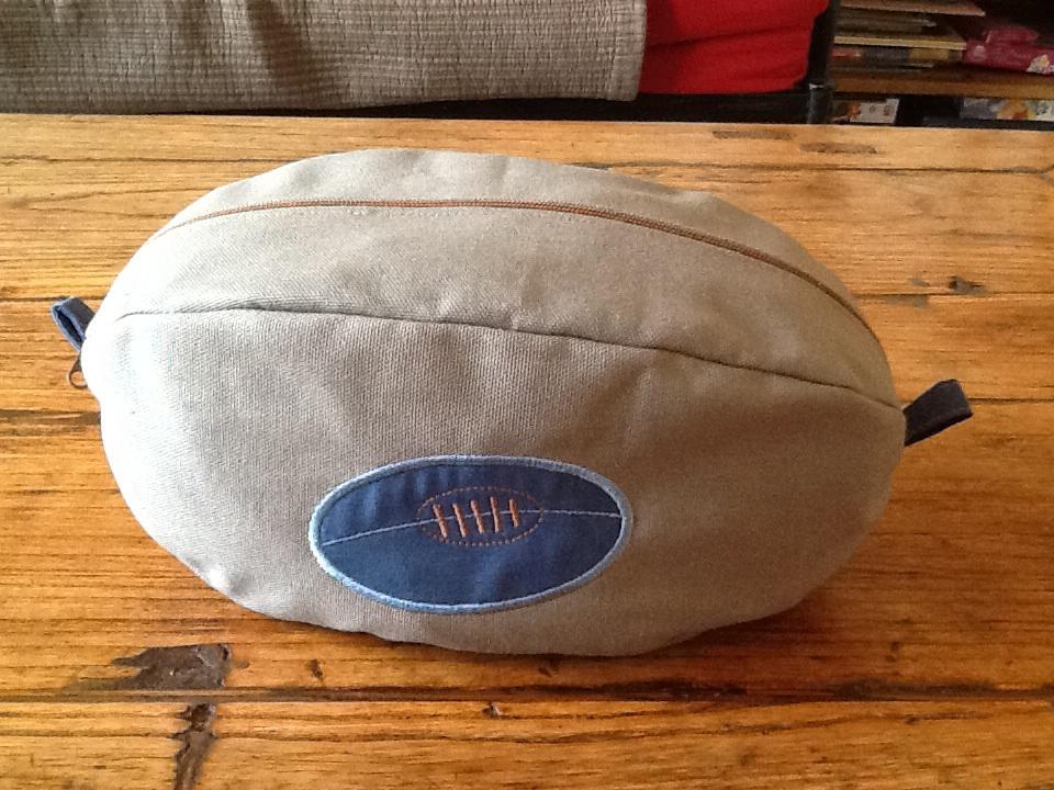Une Trousse De Toilette Garçon : Version Rugby – Taupemodele avec Trousse De Toilette Garcon