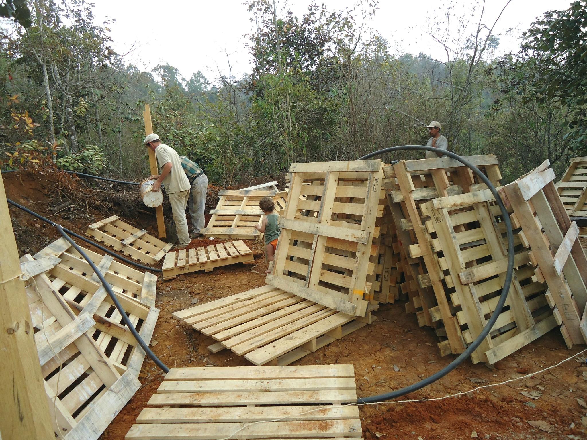 Construction Avec Palette De Bois Maison Design Bahbe Com destiné Comment Fabriquer Une Cheminée De Maison