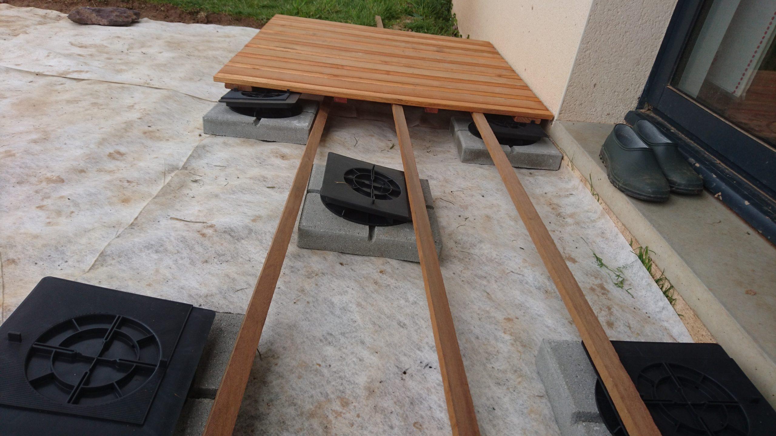 Construire Sa Terrasse Sur De La Terre Meuble - Construction encequiconcerne Plot Autonivelant Castorama