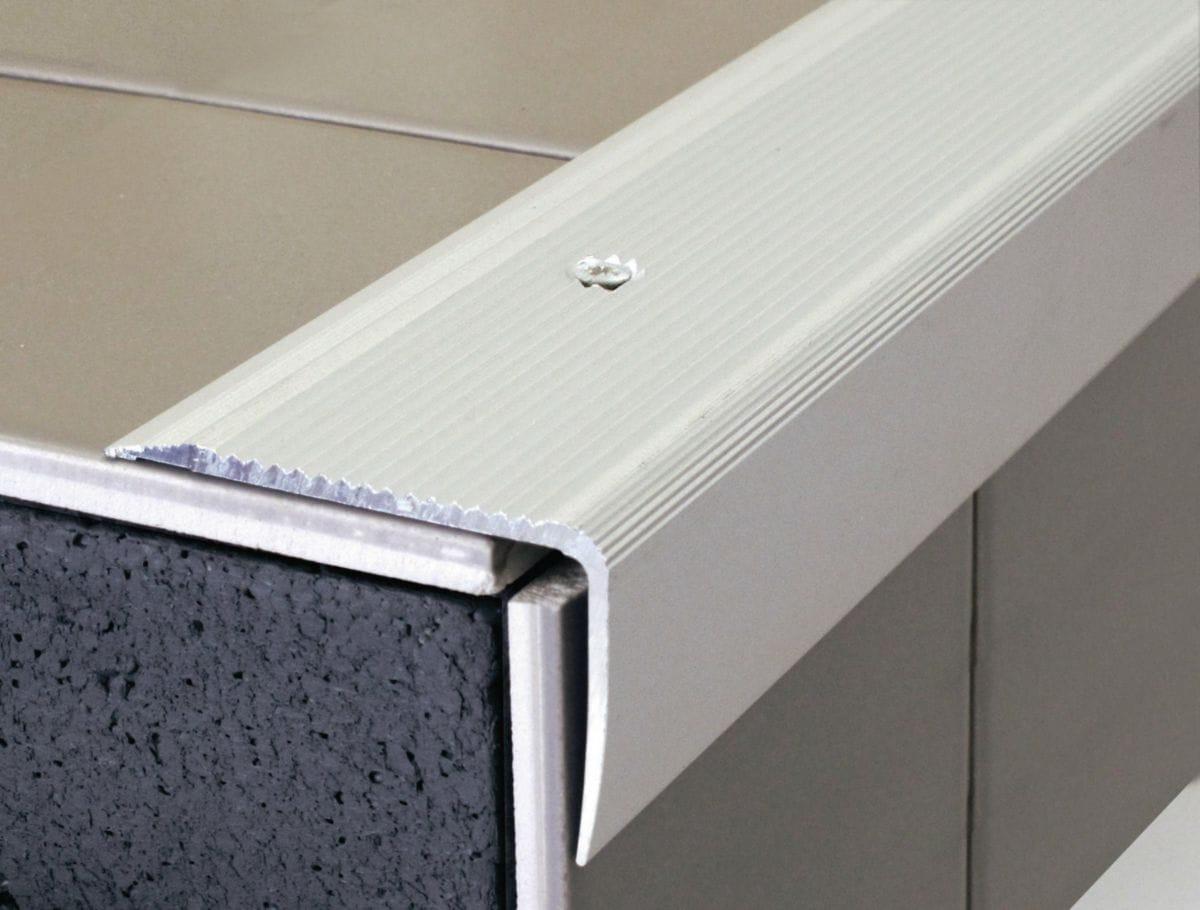 Dinac - Nez De Marche 44V Aluminium Anodisé Naturel À Visser avec Nez De Marche Extérieur Point P
