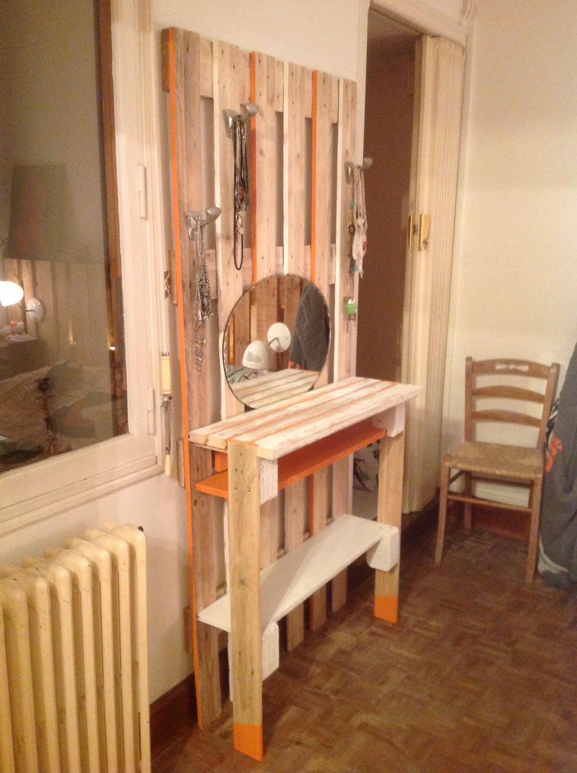 Épinglé Par Amanda Samples Sur Furniture To Build   Meuble concernant Coiffeuse En Palette