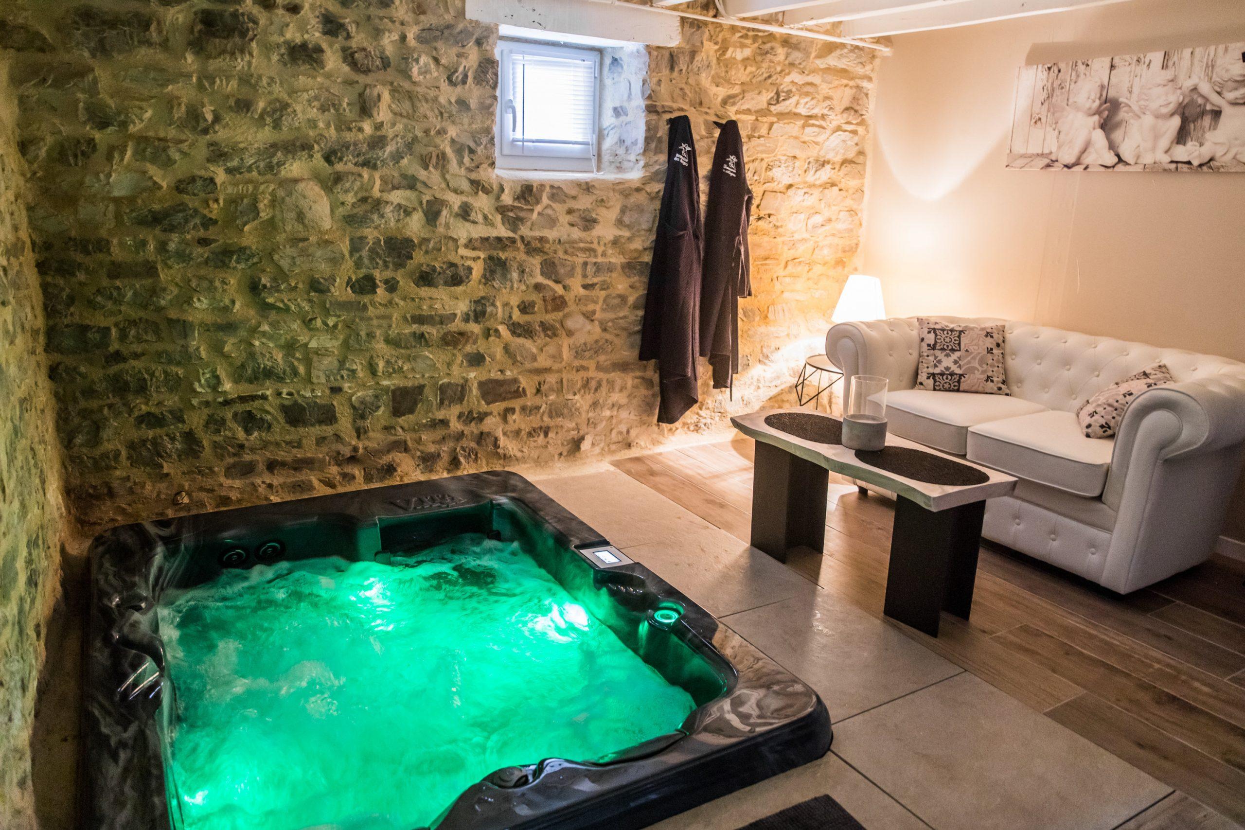 Logement Avec Jacuzzi Privatif Et Piscine Chauffée - Maisons concernant Airbnb Spa Privatif Île-De-France