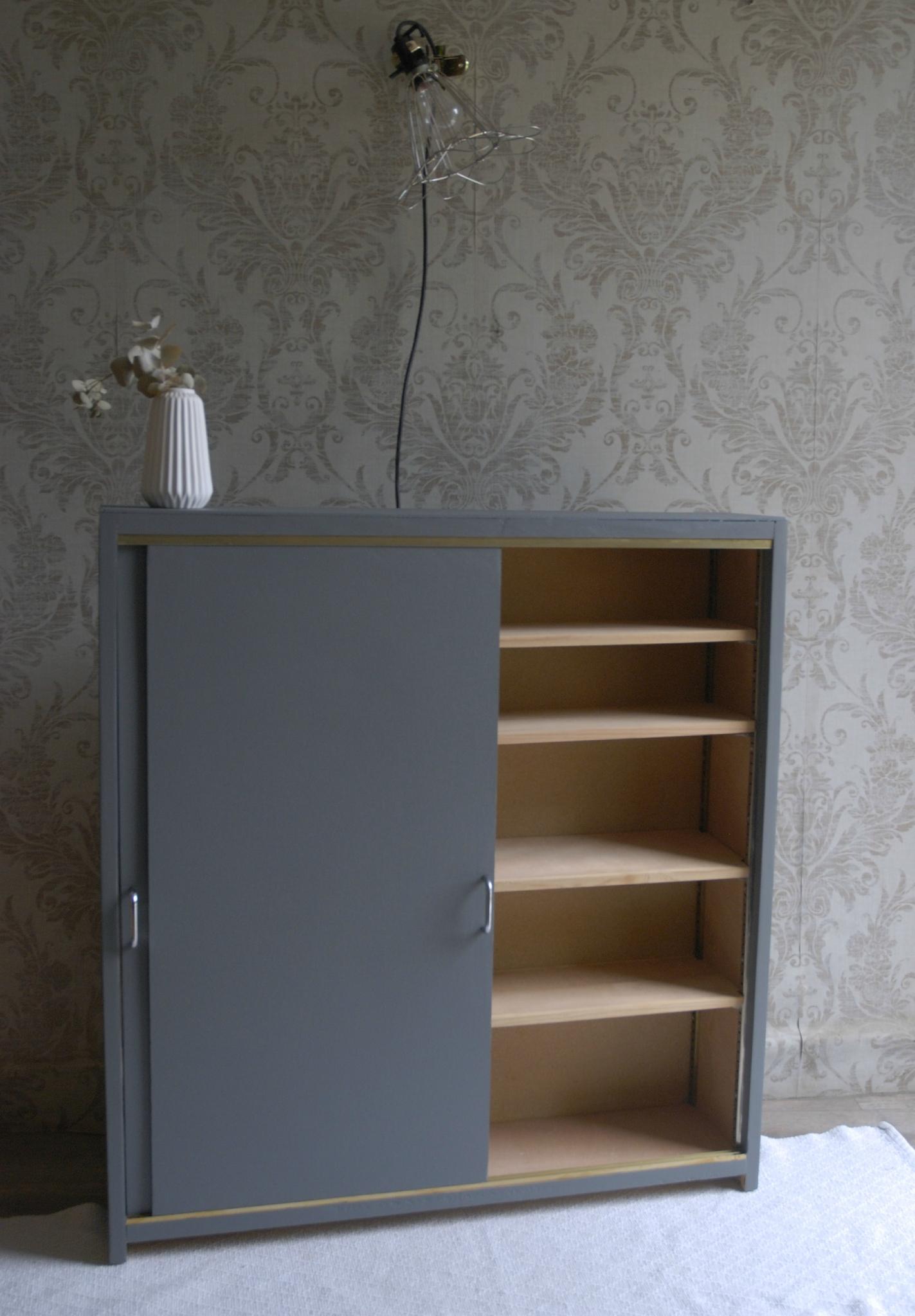 Meuble Étroit Portes Coulissantes Vendu - Atelier Vintage avec Meuble 20 Cm De Profondeur
