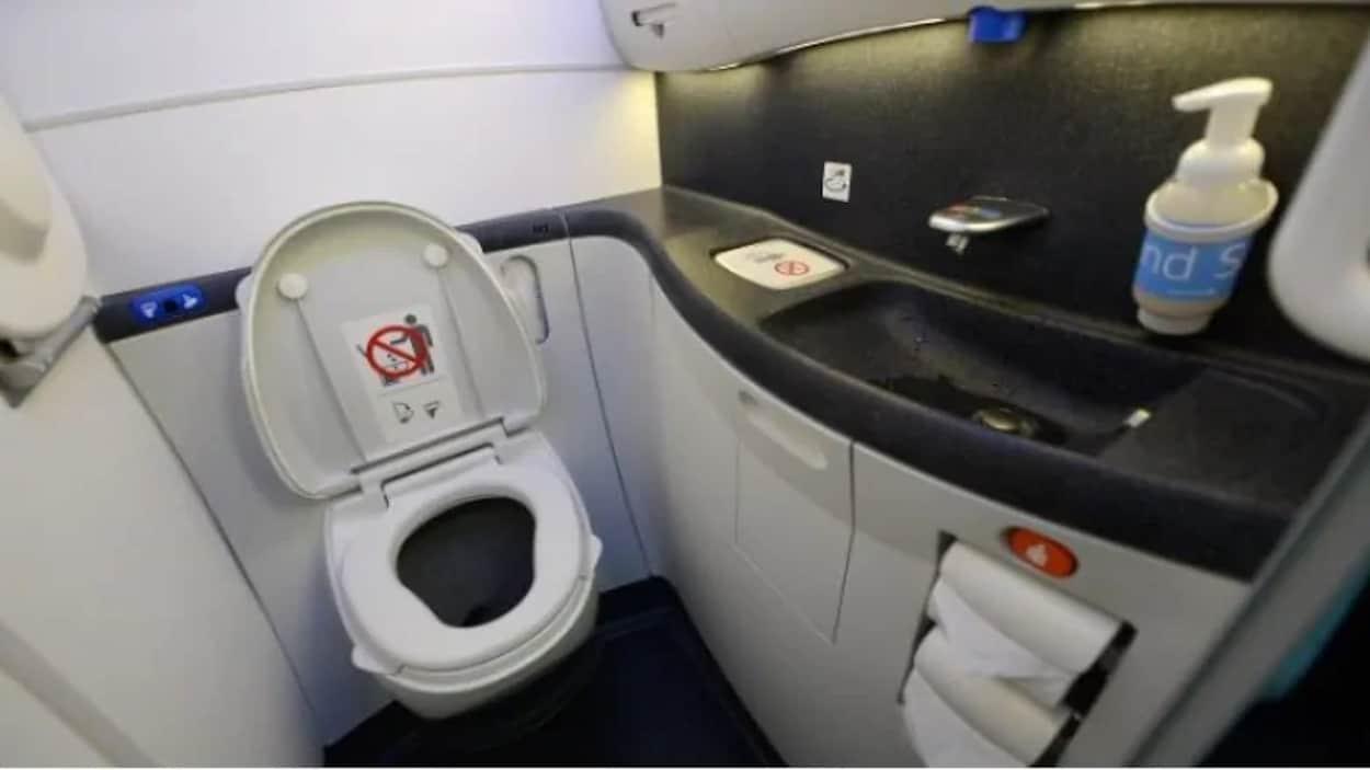 Pas D'Eau Courante Sur Un Vol D'Air Canada Pékin-Toronto En intérieur Toilette Lavabo Intégré Canada